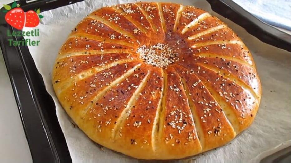 Fevkalede Lezzetli Kahvaltı Çöreği Tarifi 1